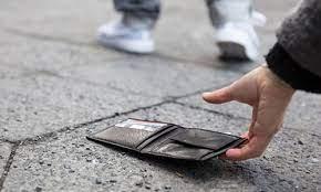 Mơ thấy mất ví tiền – Ngủ mơ thấy rơi mất ví tiền đánh con gì?