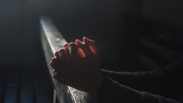 Mơ thấy dạy cầu nguyện là điềm báo gì? Nên đánh lô đề con gì?